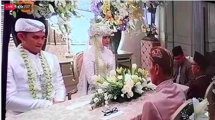 <p>Pasangan selebriti Citra Kirana dan Rezky Aditya resmi menikah pada Minggu (1/12/2019) di Bandung.</p>