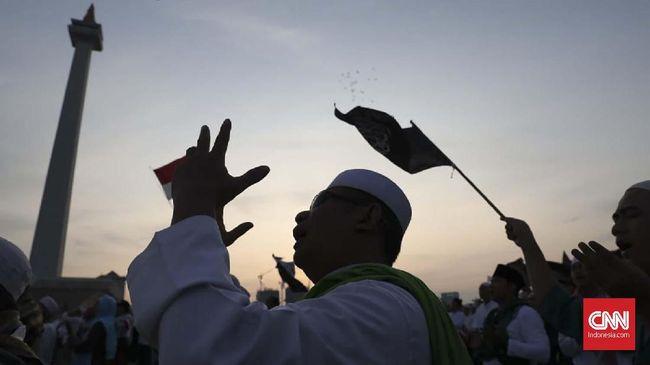 Massa aksi Reuni 212 di Monas, Jakarta, Senin (2/12). (CNN Indonesia/Safir Makki)