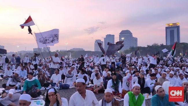 Peserta Reuni 212 mulai berkumpul di kawasan Monas, Jakarta, Senin (2/12) sejak pukul 03.00 WIB dini hari.