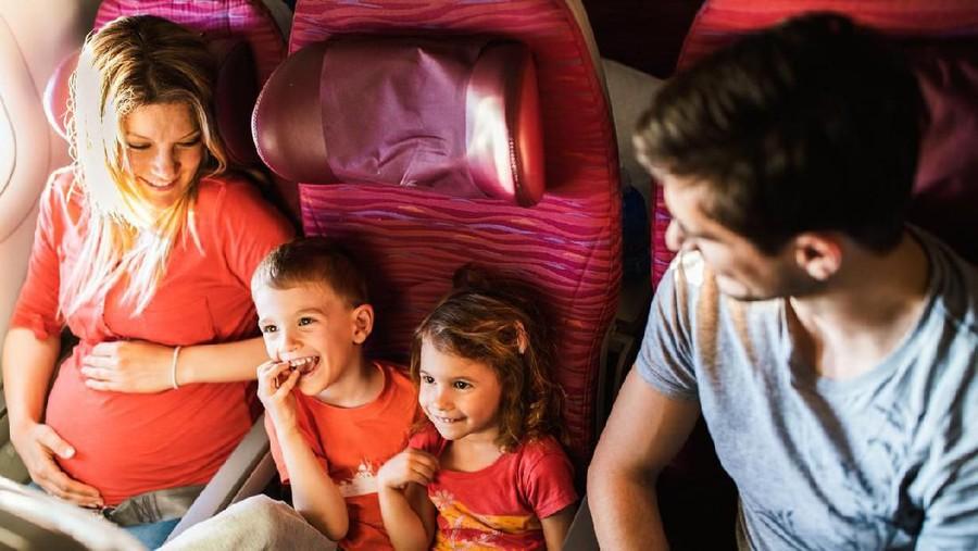 Ibu Hamil Muda, Amankah Naik Pesawat?