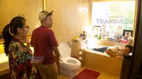 <p>Kamar mandinya juga terlihat nyaman sekali ya, bahkan bisa untuk tidur he-he-he. (Foto: YouTube Brownis Trans TV)</p>