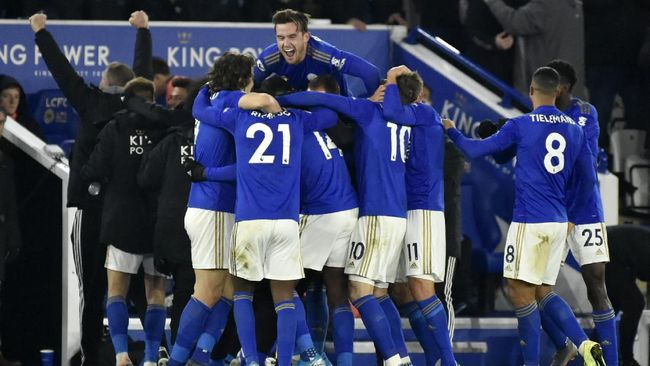 Liverpool perkasa di puncak klasemen Liga Inggris pekan ke-14, diikuti Leicester City di posisi kedua.