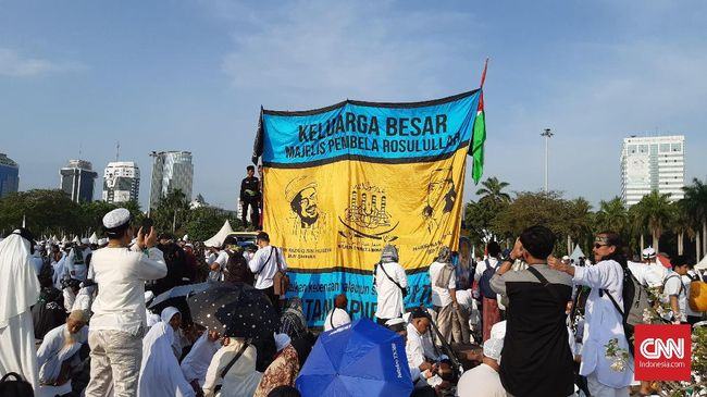 Imam Besar FPI, Rizieq Shihab, membagikan kenangan tentang pelengseran Ahok agar massa 212 tidak berhenti melawan penistaan agama.