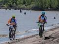 Bersepeda Menyusuri Rawa di Pulau Cawan