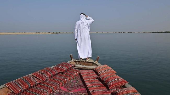 Jauh sebelum minyak, mutiara lah yang berperan mendorong perekonomian Uni Emirat Arab (UEA). Pesona mutiara UEA tak terelakkan dalam sejarah.