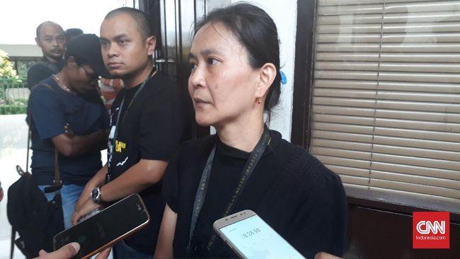 Istri Surya Anta, Lucia, berharap ada tes darah untuk memastikan kesehatan suaminya yang kini berada di Rutan Salemba.