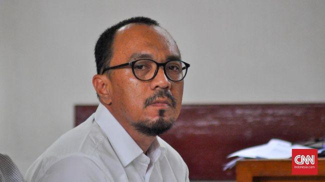 Bupati nonaktif Muara Enim Ahmad Yani dan Plt Bupati Muara Enim Juarsah disebut menerima suap berupa uang Rp800 juta per bulan dari pengusaha.