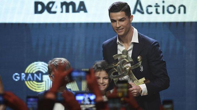 Di sebuah konferensi olahraga di Dubai, Sabtu pekan lalu, Ronaldo memakai arloji Rolex termahal yang pernah ada, yaitu seharga Rp6,9 miliar.