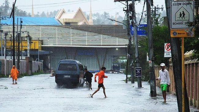 Sebanyak 66 ribu penduduk Filipina dilaporkan mengungsi akibat banjir yang dipicu curah hujan tinggi ketika dilanda Topan Kammuri.