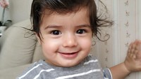 Paras Zenecka saat lahir mencuri perhatian, hidungnya begitu mancung. (Foto: Instagram @carissa_puteri)