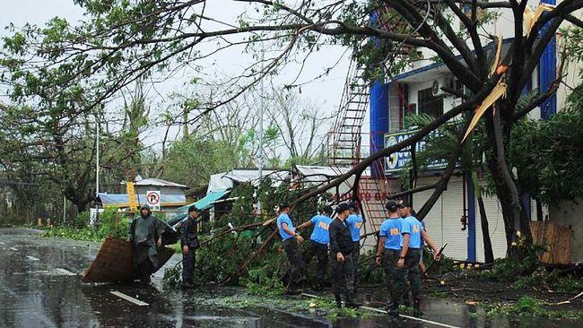Sebanyak 13 orang tewas akibat badai Kammuri yang menghantam Filipina. Jumlah korban kemungkinan akan bertambah.