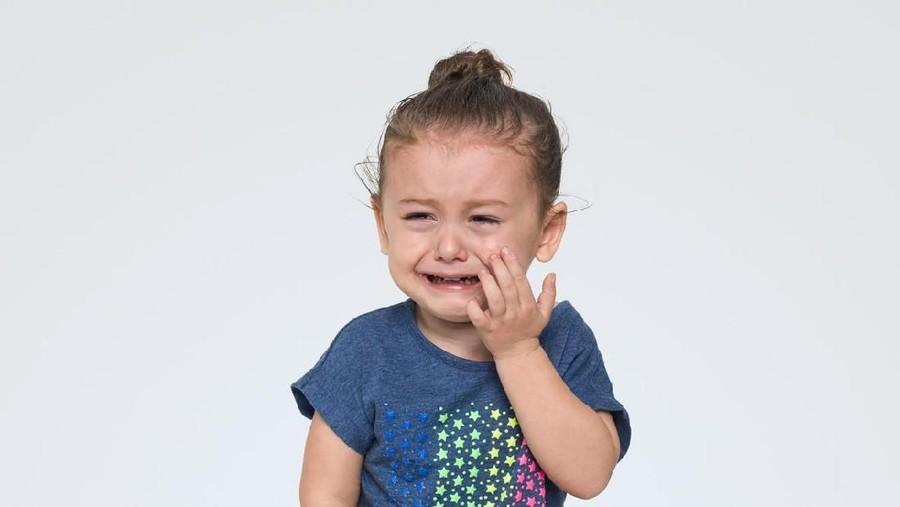 Penyebab & Cara Mengatasi Anak yang Pura-pura Menangis
