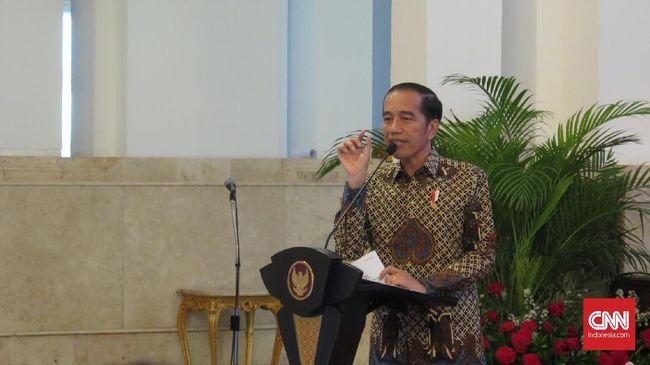Presiden Jokowi mengaku khawatir Partai Golkar pecah dan membuat politik nasional ikut panas yang akhirnya berdampak pada perkonomian nasional.