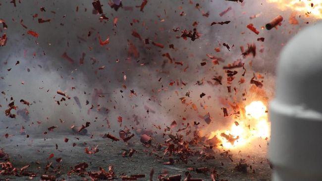 Dua anggota TNI yang terluka akibat ledakan di area Monas, Jakarta Pusat disebut akibat jenis ledakan yang berasal dari granat asap.