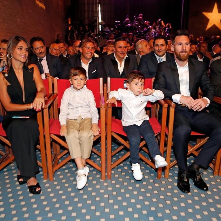 Putra kedua Leo yang lahir pada 15 September 2015 ini sempat menjadi buah bibir netizen karena memiliki nama yang sama dengan anak Cristiano Ronaldo yang lahir pada Juni 2017.