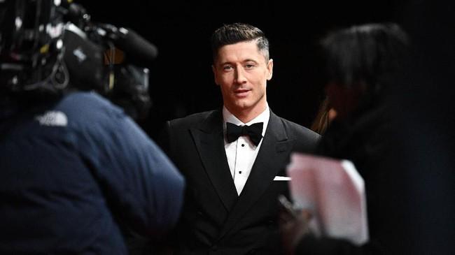 Lionel Messi jadi pemain pertama yang meraih enam gelar Ballon d'Or usai tampil sebagai pemenang di 2019. Messi mengalahkan rival utamanya, Cristiano Ronaldo.