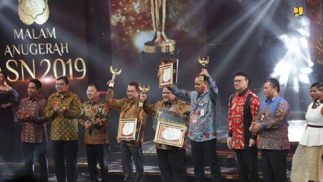 Eselon 2 Kementerian PUPR Iwan Suprijanto terpilih menjadi ASN Teladan 2019 atas prestasinya dalam inovasi pembangunan berbagai sarana di Indonesia.