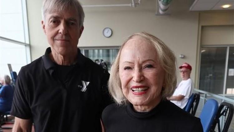 Di usia 103 tahun, wanita bergelar profesor ini masih kuat nge-gym lho, Bunda. Keren banget!