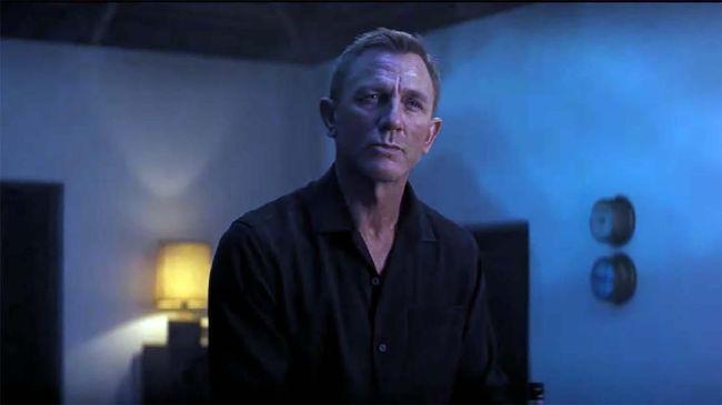 Produser No Time to Die angkat bicara soal pemecatan Danny Boyle dari kursi sutradara. Pada September 2018, Boyle digantikan oleh Cary Joji Fukunaga.