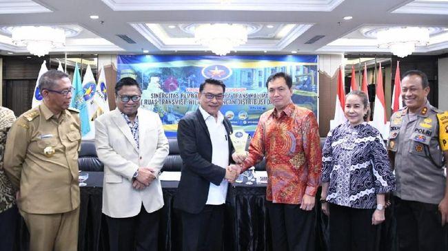 Moeldoko menyebut upaya pembangunan pipa gas bumi Trans-Kalimantan sejalan dengan visi Presiden Joko Widodo.