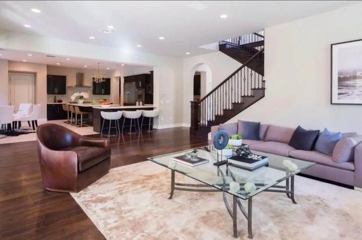 Rumah Katie Holmes yang terletak di Calabasas, California ini memiliki luas sekitar 561 meter persegi. (Foto: Homes and Property)
