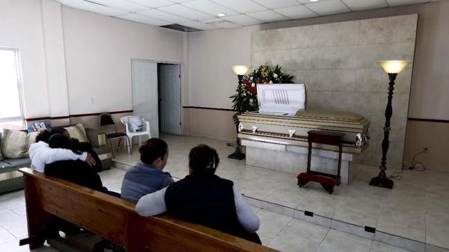 Kartel narkoba Meksiko kembali terlibat baku tembak dengan aparat. Sebanyak 23 orang tewas dalam insiden itu.