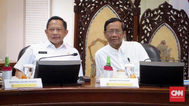 Mahfud MD, Mendagri Tito Karnavian, dan Menkumham Yasonna Laoly dilantik sebagai anggota Kompolnas wakil pemerintah untuk periode 2020-2024.