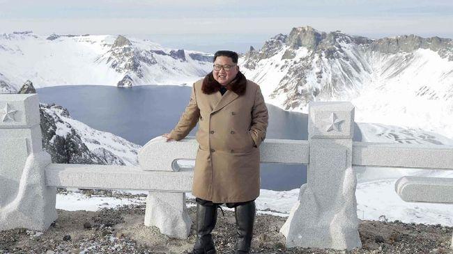 Pemimpin tertinggi Korea Utara Kim Jong-un secara tersirat memperingatkan akan mengirimkan sebuah kado Natal kepada Amerika Serikat.
