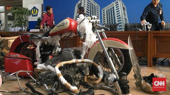 Menteri Keuangan Sri Mulyani memaparkan kronologis kasus penyelundupan suku cadang motor Harley-Davidson oleh Dirut Garuda.