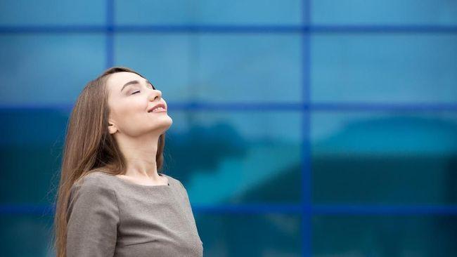 Mindfulness yang secara bahasa berarti kesadaran, perhatian atau pemusatan perhatian, menjadi praktik yang dapat dilakukan untuk menenangkan badan dan pikiran.