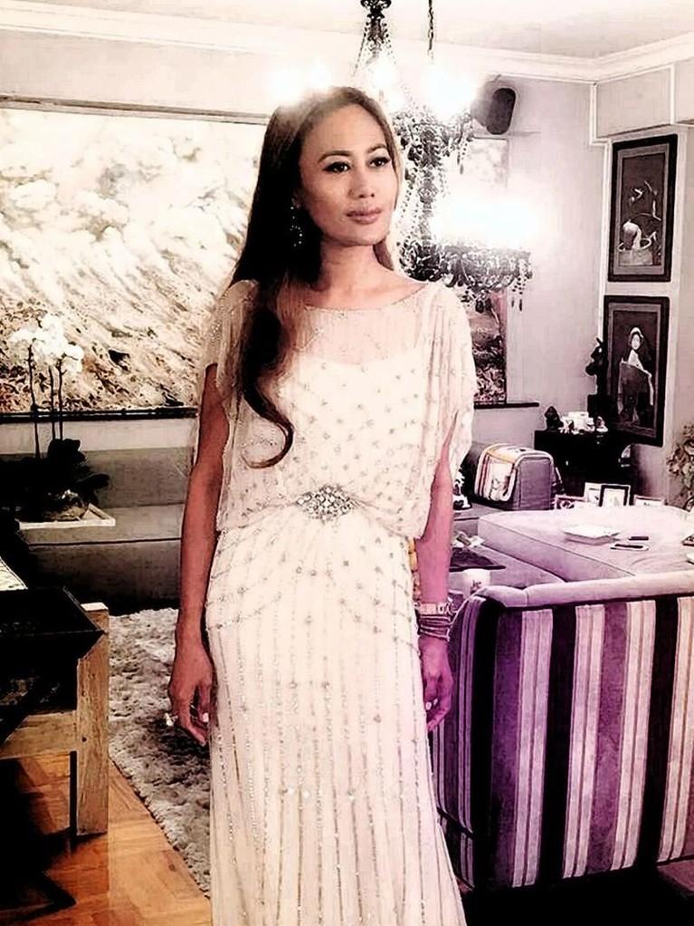 Ulasan anonim di situs web Scamion.com menyebut nama asli Azura adalah Enjang Widhi Palupi, lahir di Kediri, Jawa Timur pada 27 Oktober 1978.