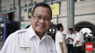 Tinjau Banjir Pakai Rakit, Dirut KAI Diolok Netizen