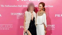 <p>Hidup sebagai sosialita Hong Kong, Azura sempat mendatangi red carpet di acara Ambassadors Ball 2018 di Hong Kong. (Foto: Instagram)</p>