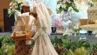 Ini merupakan pernikahan kedua bagi Ade Jigo. Mendiang istri pertamanya meninggal karena tsunami Banten yang terjadi satu tahun lalu. (Foto: Instagram @putrimeidivi)