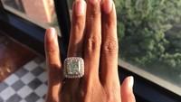 <p>Ia juga memamerkan cincin berlian di media sosialnya. (Foto: Instagram)</p>