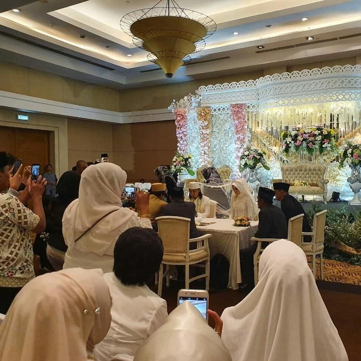 Ade Jigo melangsungkan pernikahan kemarin (6/12/2019) di Malang, Jawa Timur. Ia menikahi wanita bernama Irene Maya Aurida Reny (Irene). (Foto: Instagram @chaca_apria_setyawan)
