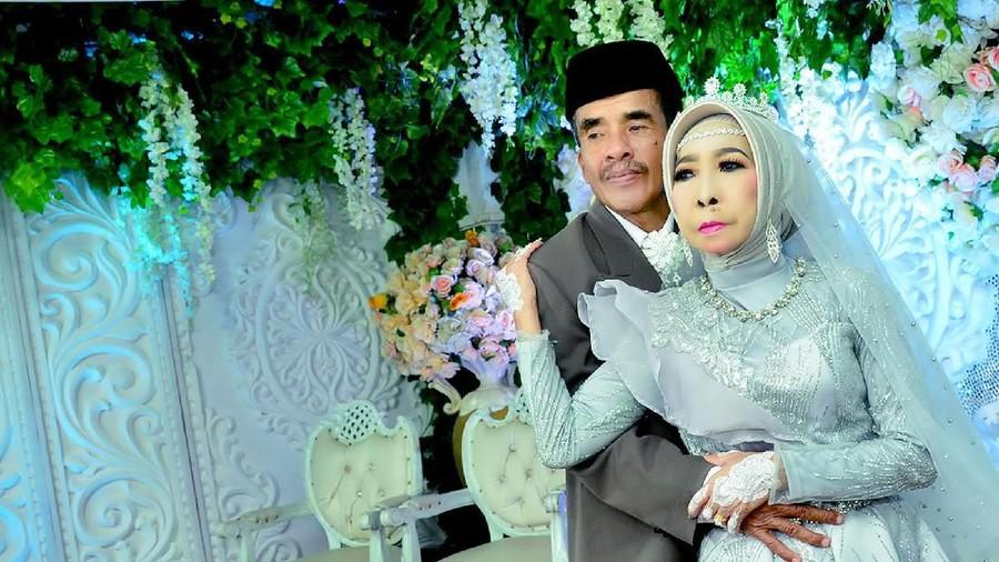 Viral! Pernikahan Nenek Asal Makassar Temukan Jodoh di Usia 56 Tahun