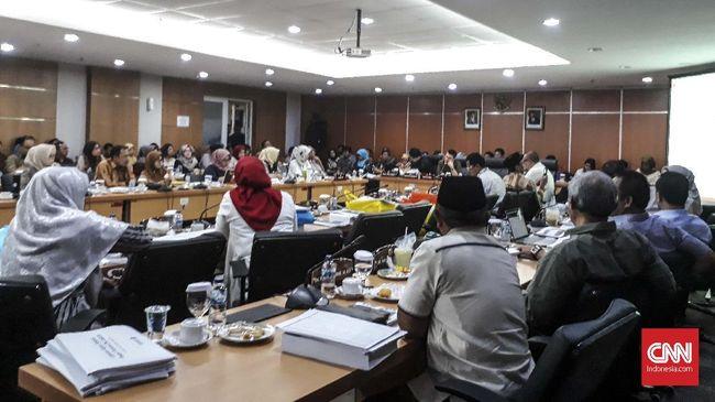 Dalam rapat yang membahas perubahan anggaran dalam APBD 2020, hadir perwakilan dari Pemprov DKI Jakarta, seperti Sekda dan Bappeda.