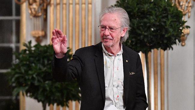 Pemerintah Kosovo menetapkan status persona non-grata terhadap sastrawan asal Swedia, Peter Handke, karena dianggap pro Serbia.