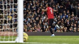 Panas di Lini Depan Man Utd, Martial Terdepak Cavani