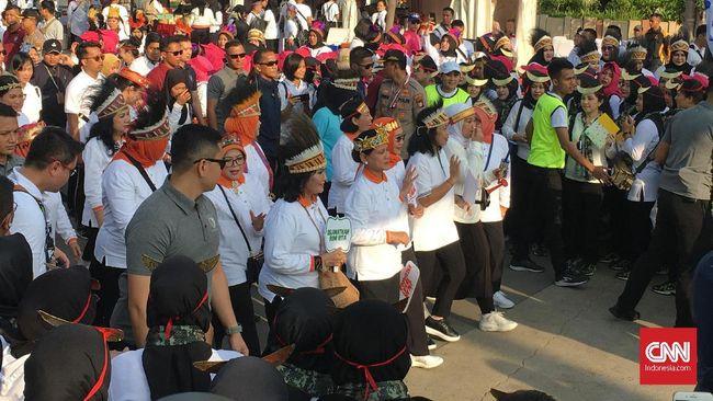 Ibu Negara, Iriana Joko Widodo, dan sejumlah istri pejabat memperingati Hari Ibu di kawasan Senayan, Jakarta.