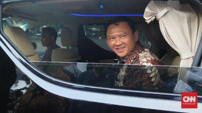 Komut Pertamina Ahok bertemu Menteri BUMN Erick Thohir pada Kamis (17/9). Pertemuan dilakukan usai Ahok melemparkan kemarahannya terhadap BUMN migas itu.