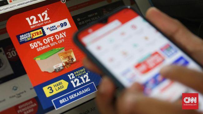 Dua startup Tokopedia dan Shopee dilaporkan kejar-kejaran menjadi e-commerce nomor satu di Indonesia sepanjang tahun 2019.