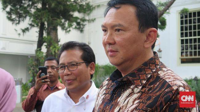 Cendekiawan muslim, Ahmad Syafii Maarif mengingatkan Ahok betapa mengakarnya mafia dalam usaha minyak dan gas bumi di Indonesia.