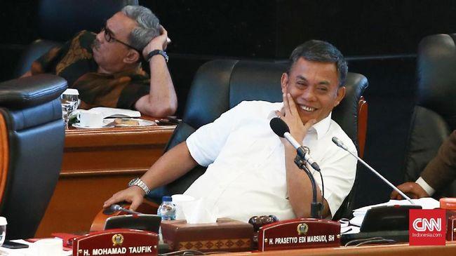 Prasetyo Edi mengatakan daripada lockdown akhir pekan, ia meminta agar warga mematuhi aturan dan ketentuan yang berlaku terkait protokol kesehatan.