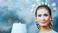 <p>Pada 2001, Iis Dahlia resmi dipersunting Satrio Dewandono. (Foto: Instagram/ @isdadahlia) </p>