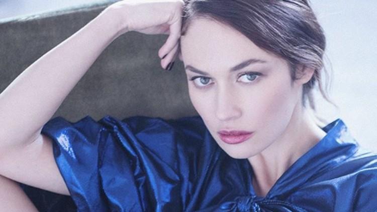 Positif Corona, aktris Olga Kurylenko terpaksa diisolasi di rumah dan mendapat perawatan. Simak lima fakta tentang gadis James Bond yang satu ini.