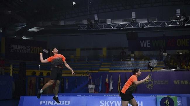 Badminton Indonesia berhasil memenuhi target medali emas SEA Games 2019 dengan meraih tiga keping medali.