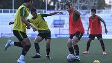 Pelatih Lechia Senang Lihat Senyum di Wajah Egy
