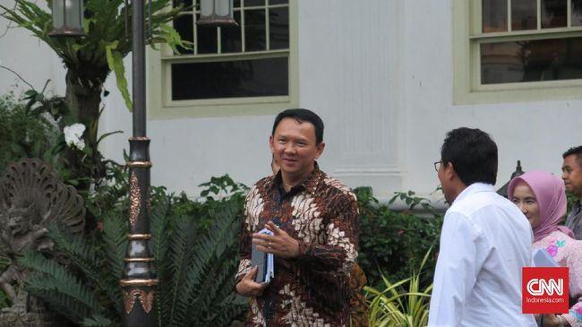 Politikus Demokrat Herman Khaeron mengingatkan Ahok agar tidak menggunakan jabatannya sebagai komisaris utama PT Pertamina untuk kepentingan pencitraan pribadi.